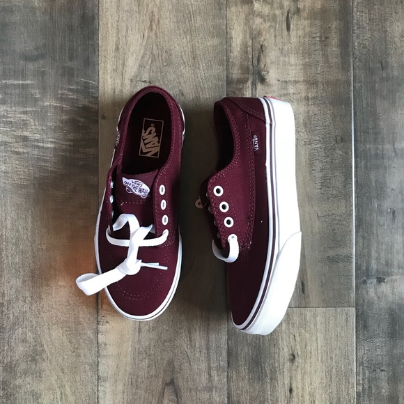 c5a6d96386 New in the box burgundy Vans kids (boys) size 2